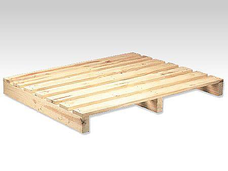 2d0d70a52c1 Palete one-way de duas entradas em madeira de pinus confeccionado com  longarinas.