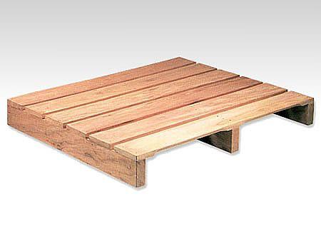 c48dd04b382 Palete para movimentação interna de duas entradas em madeira de lei